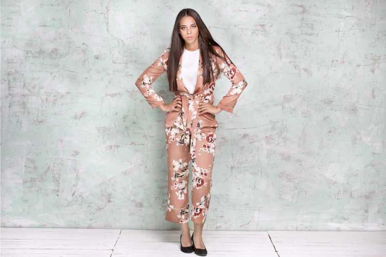 look informal com terninho feminino marrom floral