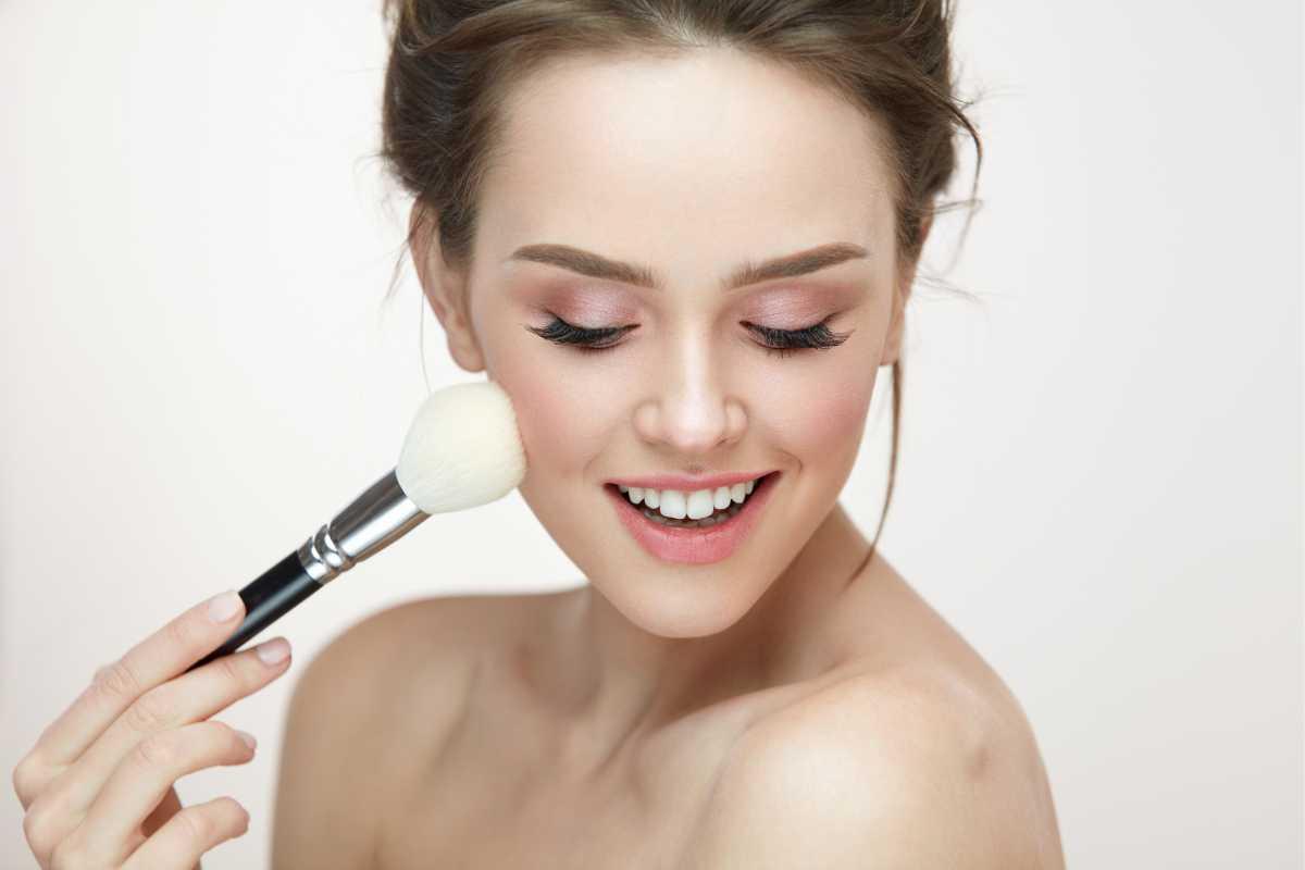 O que fazer para usar o blush corretamente na maquiagem