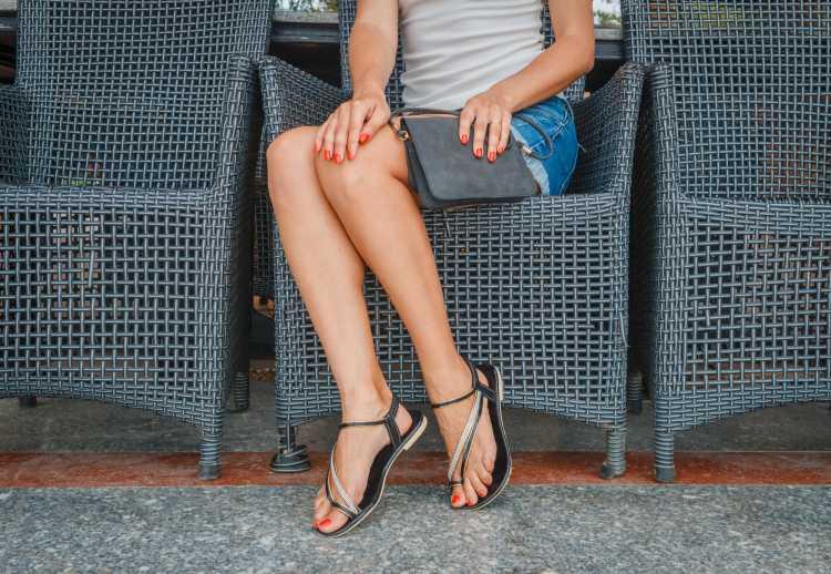 b5faf470820 ... 22 sapatos perfeitos para tirar qualquer look da mesmice. bota cano  curto. bota cano longo. rasteirinha