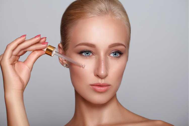 Aplicar primer antes da maquiagem