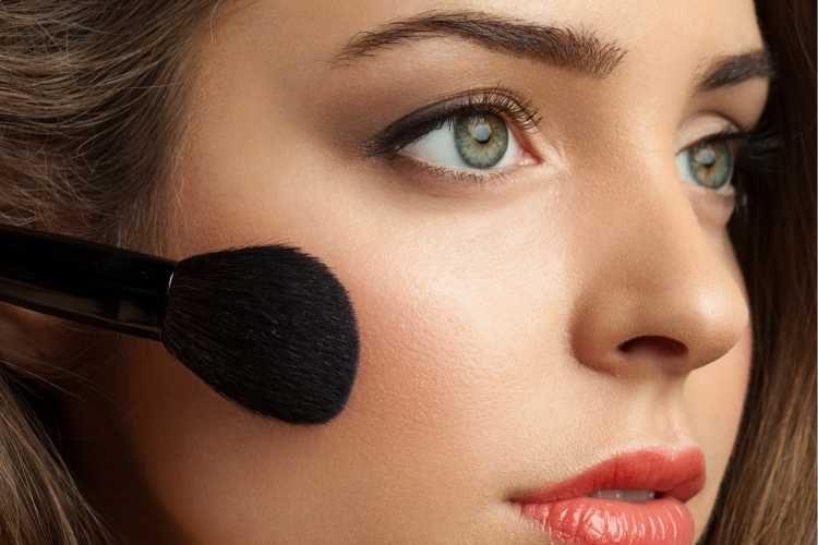 Maquiagem para casamento de dia blush e iluminador