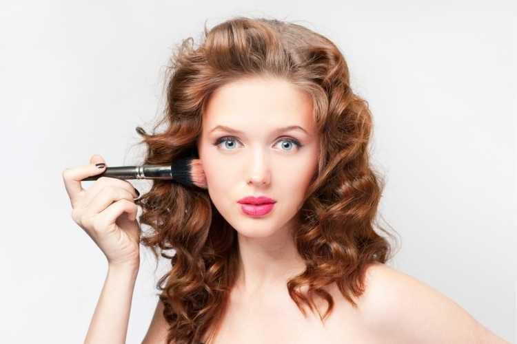 Maquiagem para casamento de dia madrinha cabelo solto