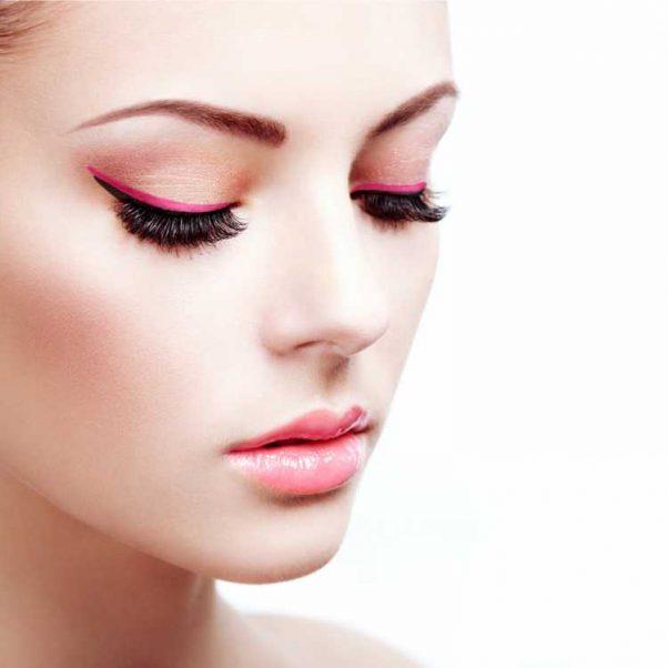 Maquiagem para madrinha com delineado rosa