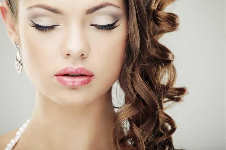Maquiagem para noiva com batom rosa