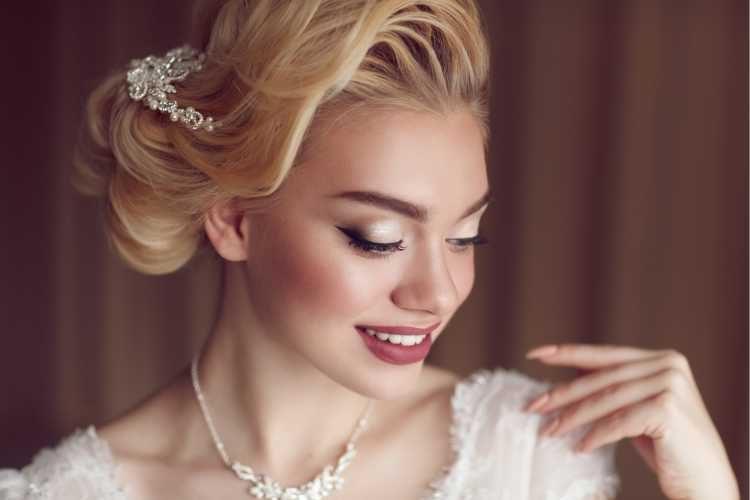 Maquiagem para noiva com delineado