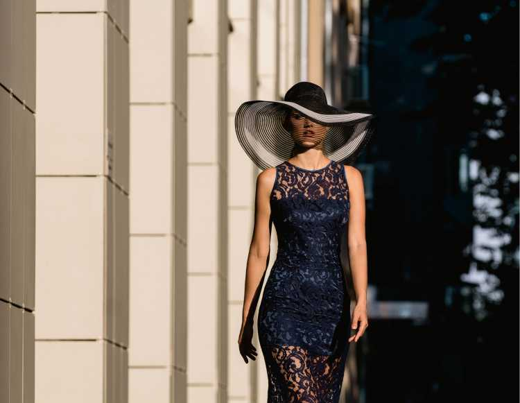 como usar vestido de renda preto com transparência