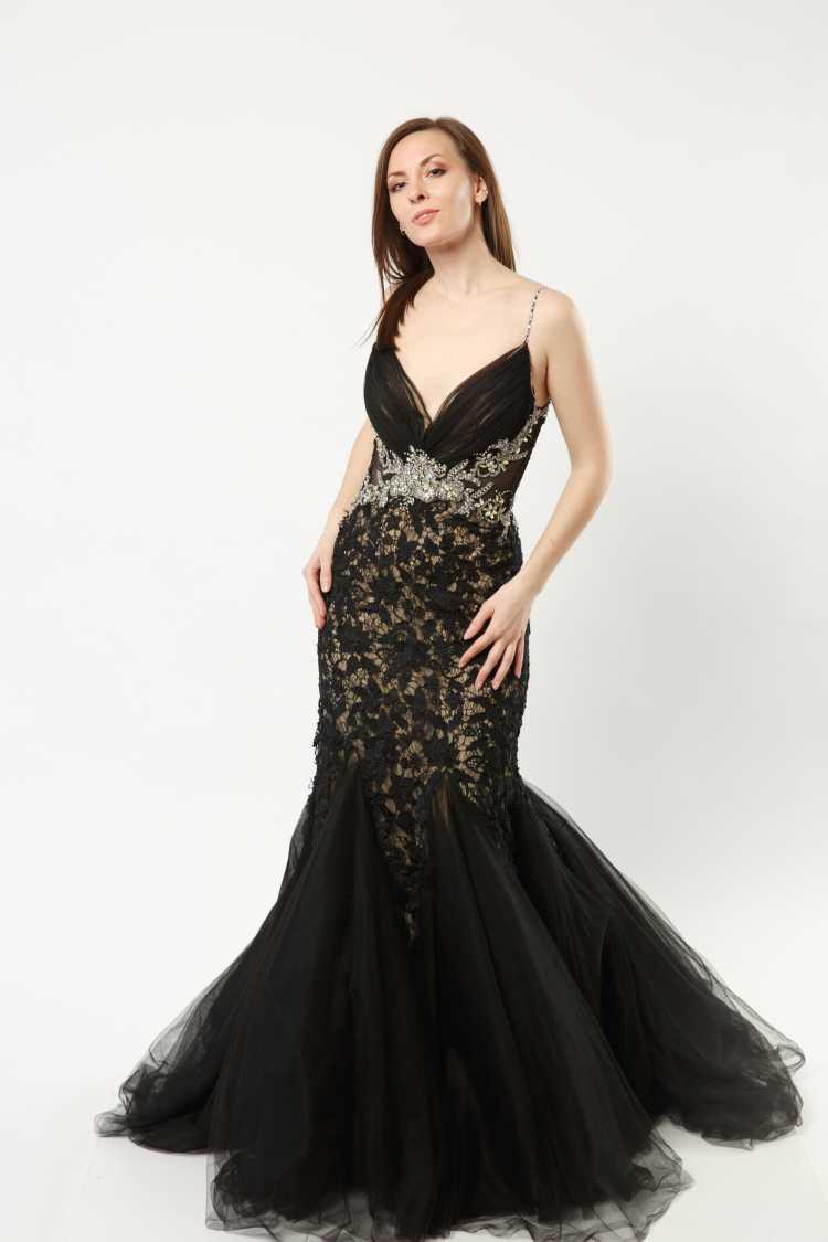 como usar vestido de renda preto estilo sereia