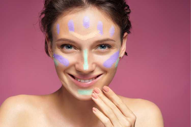 Corretivo colorido para disfarçar manchas no rosto