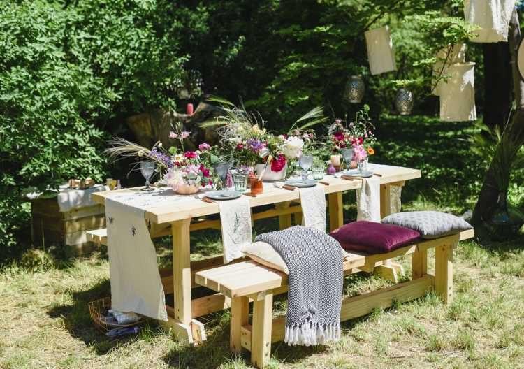 decoração com almofadas coloridas para casamento em casa