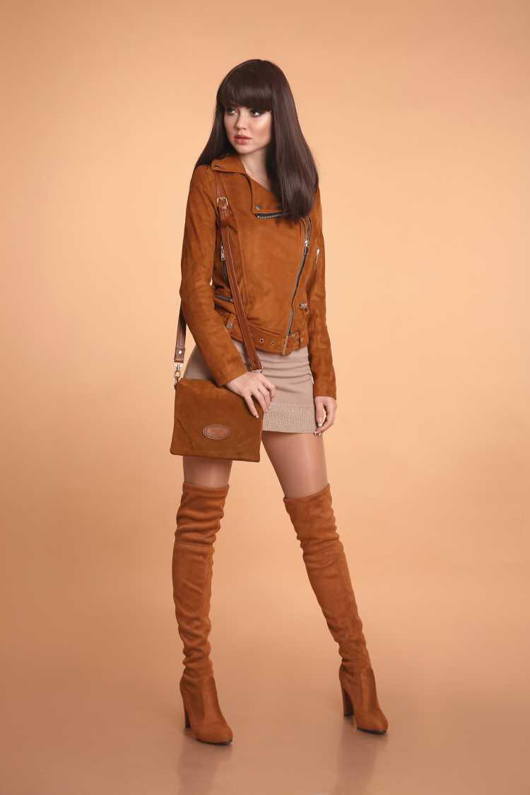 estilo cowgirl com bota até o joelho