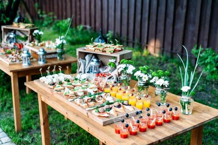mesa de doces ao ar livre
