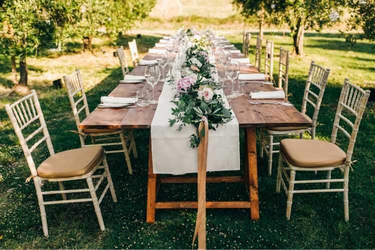mesas decoradas para casamento na grama