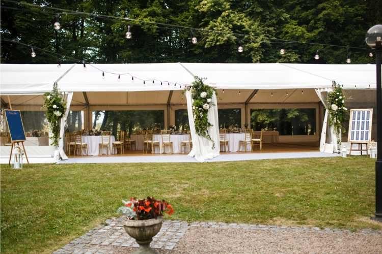 tenda para casamento no jardim