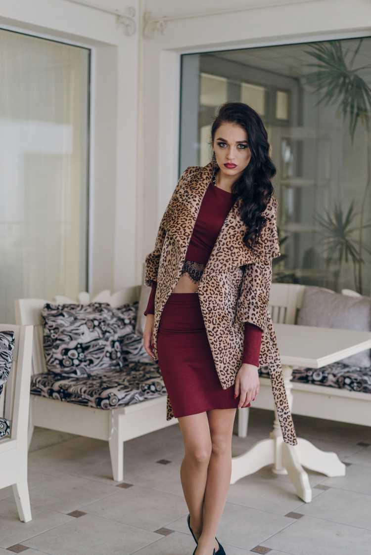 vestido com casaco animal print