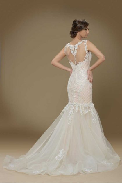 vestido de noiva estilo sereia com borado nas costas