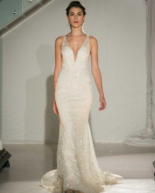 vestido de noiva estilo sereia com decote em v