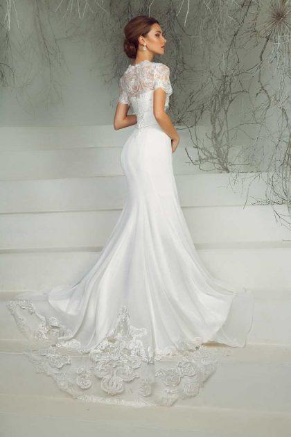 vestido de noiva estilo sereia com detalhes em renda na cauda