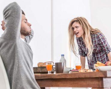 Mulher com mau humor brigando com o marido