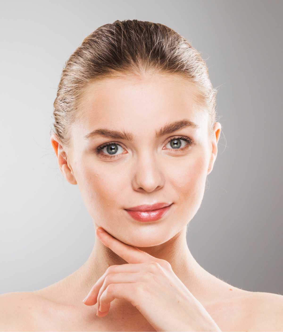 sobrancelha ideal para rosto triangular