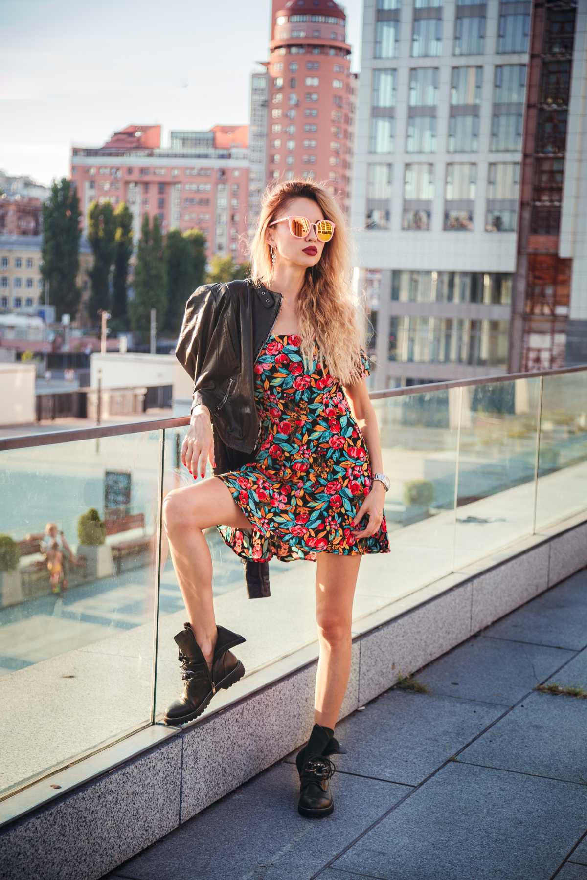 dress com bota coturno