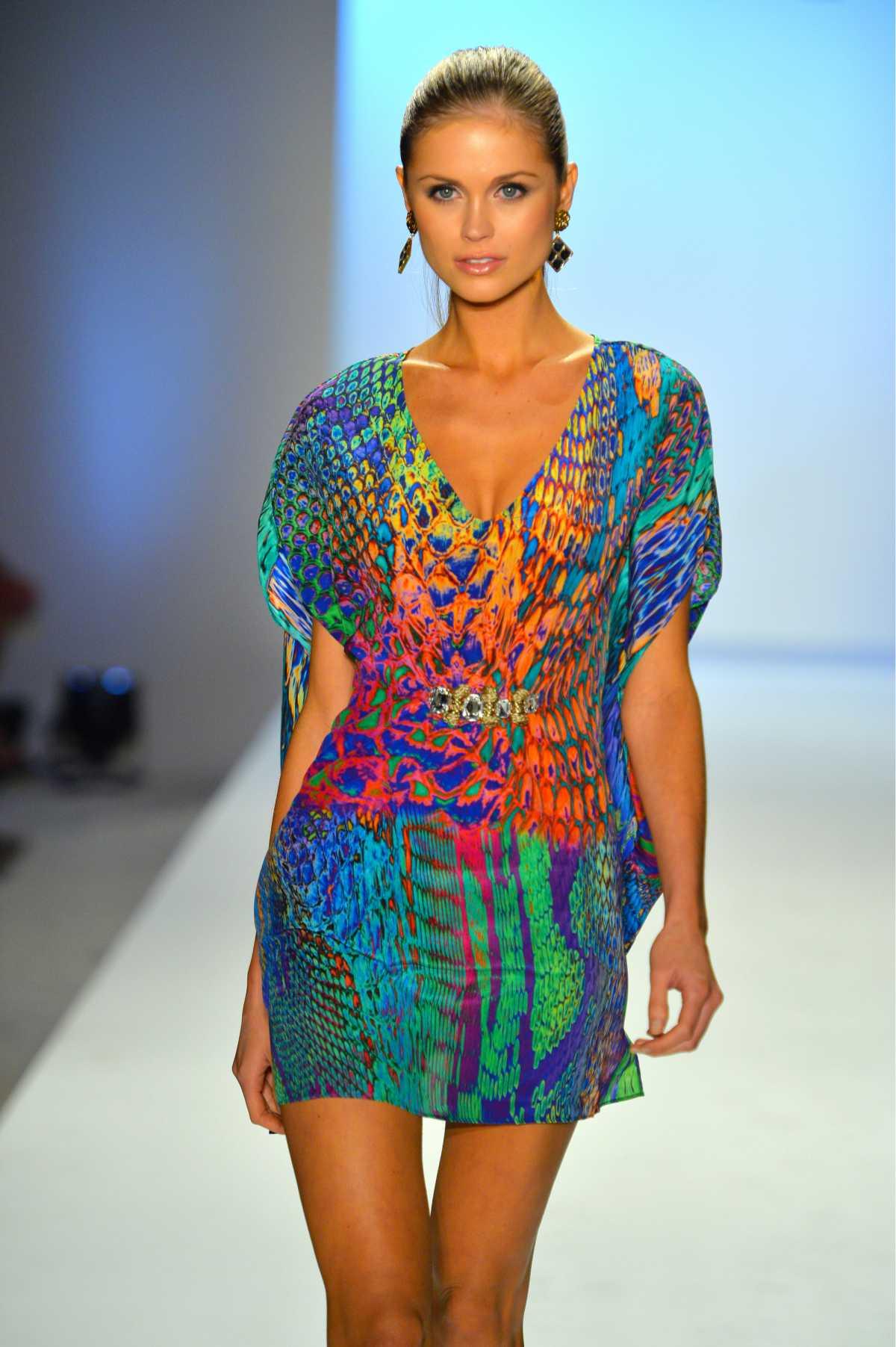 dress com estampa colorida animal print