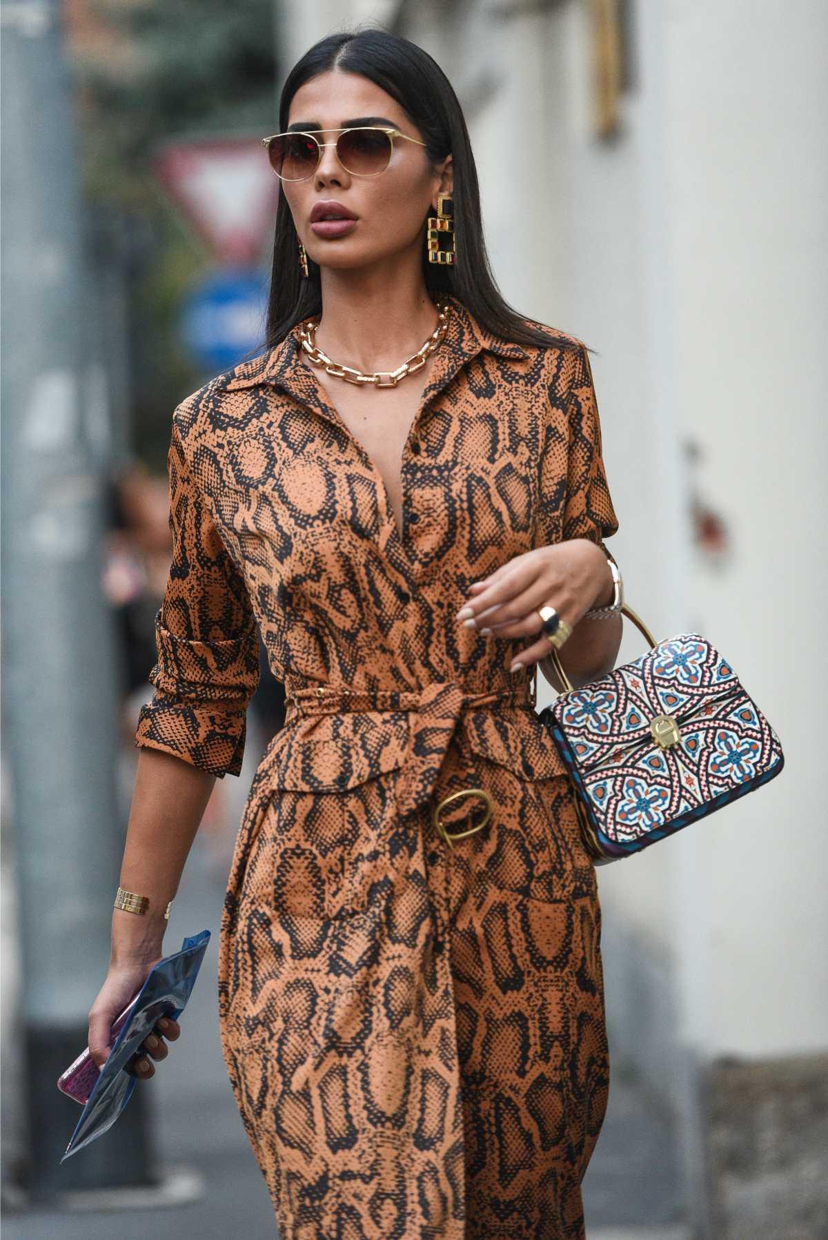 vestido com estampa de cobra