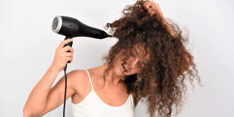 coisas que nunca se deve fazer com o cabelo cacheado