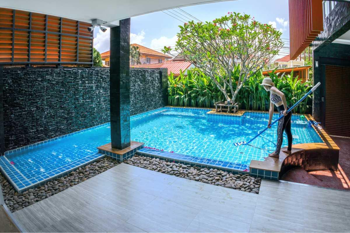 piscina pequena de canto
