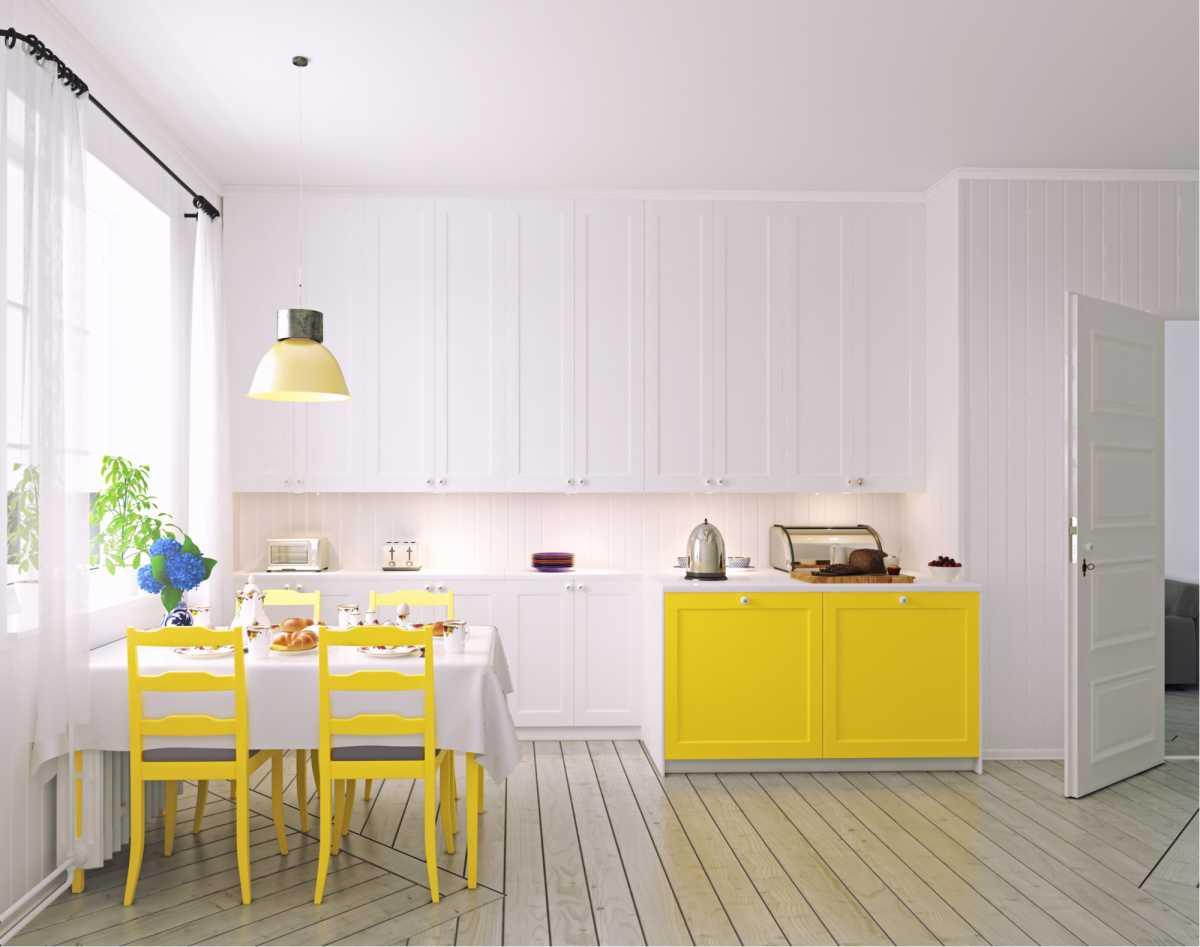Cozinha com detalhes em amarelo