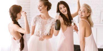 Dia da noiva junto com as amigas - [Foto Canva]