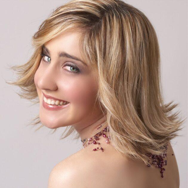 Cabelo médio em camadas é uma das trends em corte de cabelo 2021