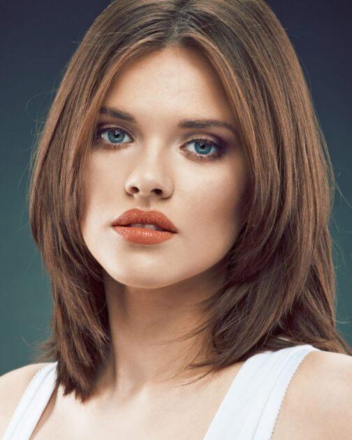 Corte médio em camadas é uma das tendências em corte de cabelo 2021