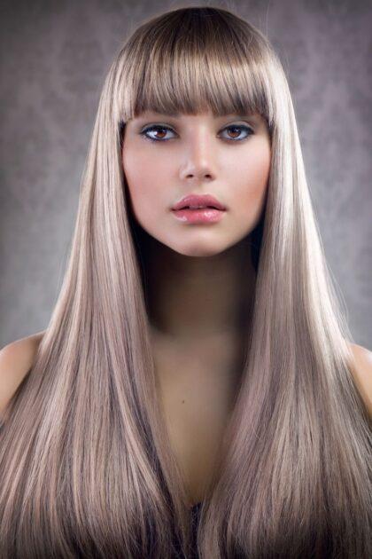 Franja é uma das trends em corte de cabelo 2021