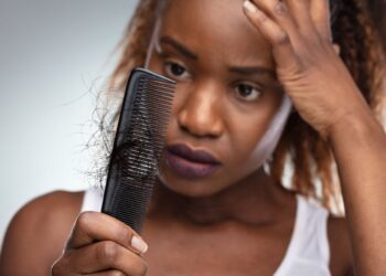 Como recuperar o cabelo afro quebradiço em casa