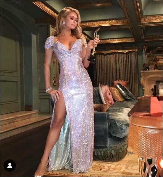 Look Ostentação Paris Hilton
