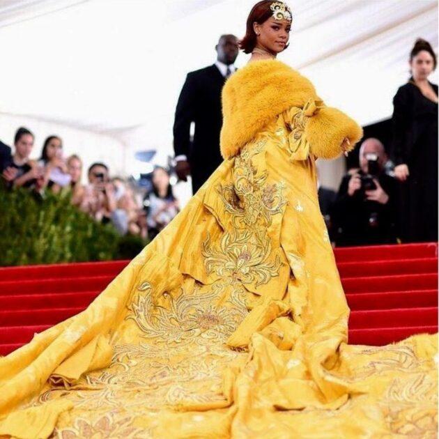 Look Ostentação Rihanna